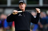 Phil Mickelson Plays Putter Hockey -- Stirs Major Controversy