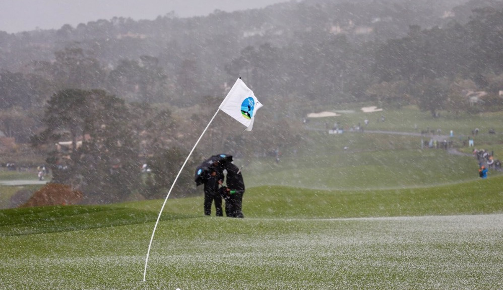 Mickelson Runs Down Casey, On Verge Of Fifth At Pebble