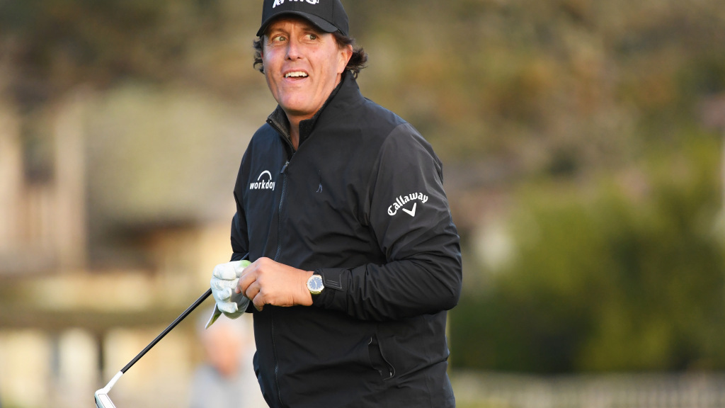 Mickelson Moves Within A Shot At Pebble Beach