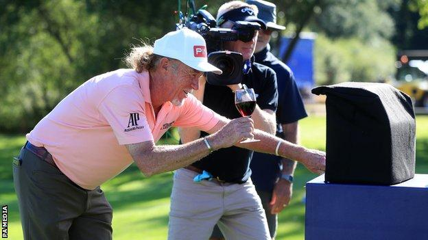 Miguel Angel Jimenez Celebrates 707th With Flawless 64